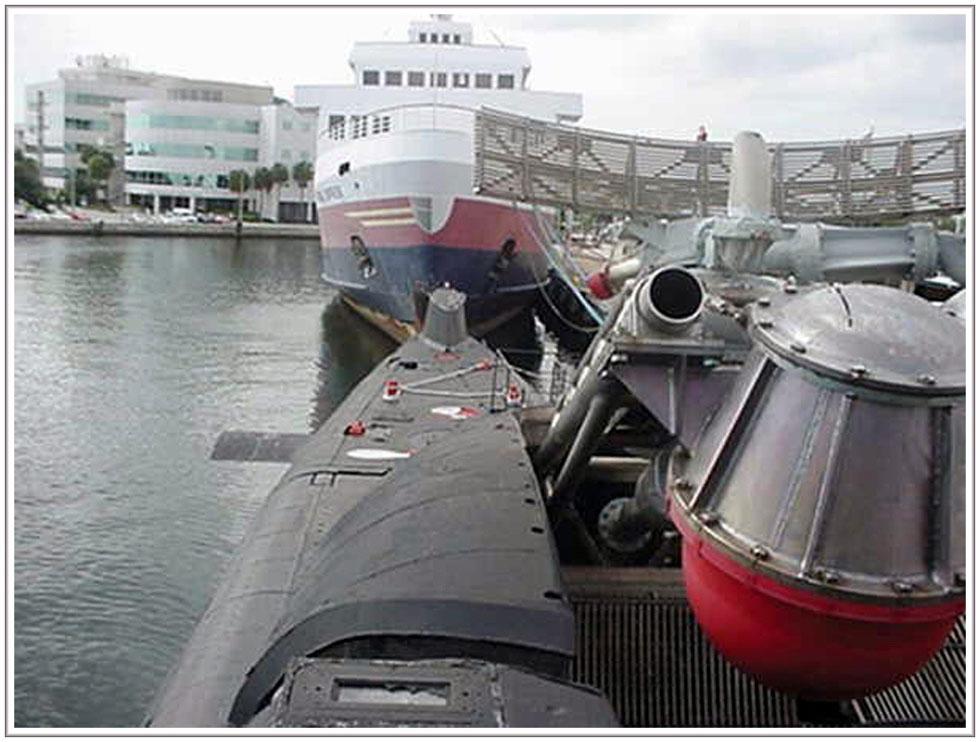 расходует подводная лодка